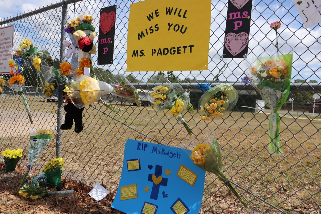 Pine View Middle School students honor their late teacher Ms. Padgett.